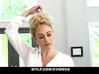 MYLF - Hot Blonde MILF Milks A Young American football gridiron Player To Realize Pregnant