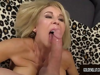 Smiley Grandma Erica Lauren Slides The brush Ancient Pussy involving with an increment of thither a Sting Cock