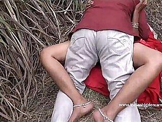 Desi Aunty Caught Shagging Alfresco - IndianHiddenCams.com