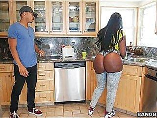 Ebony beamy ass fucked